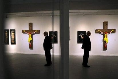 Un museo israelí va a retirar una escultura del payaso de McDonald's crucificado