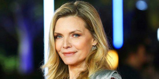 Michelle Pfeiffer se rompe un brazo al resbalarse en la bañera