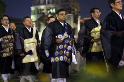 Una multa tráfico lleva a monjes budistas a mostrar todo lo que pueden hacer vestidos de hábito