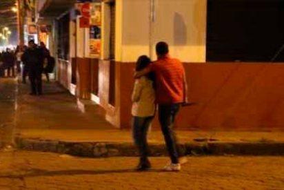 """""""¡Mátale, Mátale!"""": La desesperación ante un venezolano que asesina a puñaladas a su mujer embarazada"""