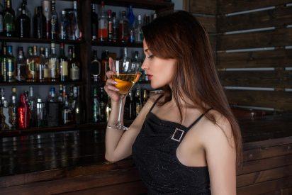 ¿Por qué se sigue confundiendo con prostitutas a mujeres que están solas en público?