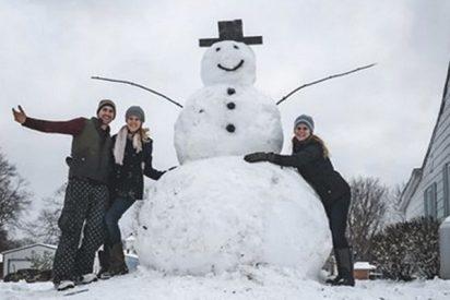 Quiso hacer la ruindad de atropellar a este muñeco de nieve pero no sabía que tenía sorpresa