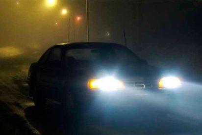La DGT te puede crujir con una multa de 200 € si utilizas mal las luces antiniebla del coche