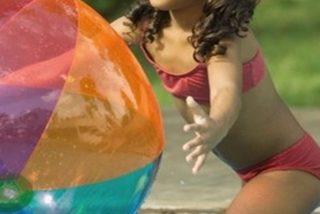 Una niña se contagia de una ameba 'comecerebros' tras bañarse en una piscina