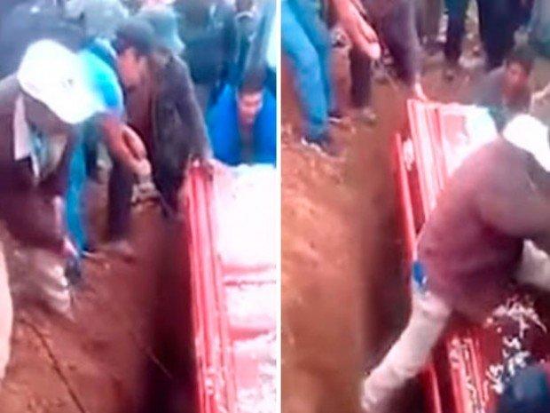 VIDEO: Tropieza un sepulturero y deja expuesto el cadáver de una mujer