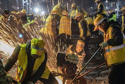 Así reemplazan mil trabajadores chinos en 6 horas todos los rieles de una estación de tren