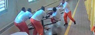El asesino feroz que apuñala sin piedad a 4 presos encadenados