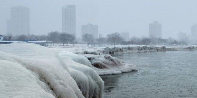 Terrible ola de frío ártico y nieve congela a Estados Unidos