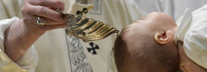 """El Papa, a los padres de los bautizados: """"La fe se transmite en la lengua de la familia y de la casa"""""""