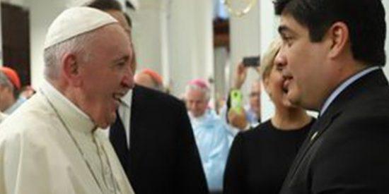 """""""El presidente del mejor café del mundo"""": Así saludó el papa Francisco al mandatario de Costa Rica"""