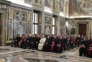 """El papa defiende el estudio de la historia como reflexión sobre los """"efectos dramáticos y malvados"""" de las guerras"""