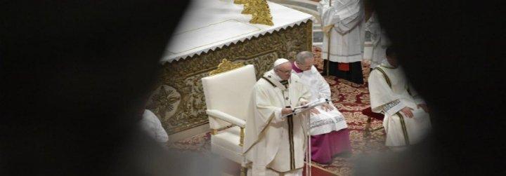 """El Papa advierte a la Iglesia contra """"los seductores resplandores del poder y de la fama"""""""
