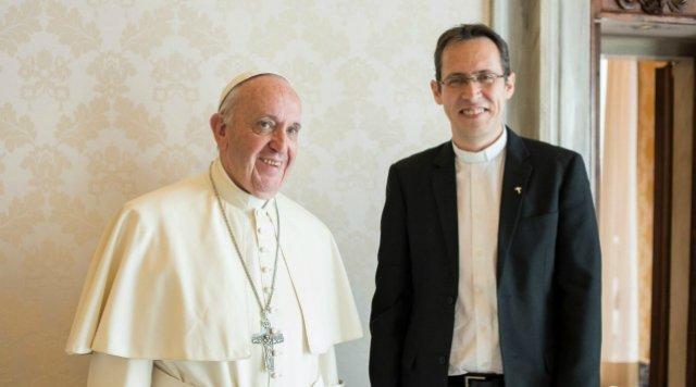 """Fréderic Fornos, sj: """"El Papa está preocupado por los ataques del diablo"""""""