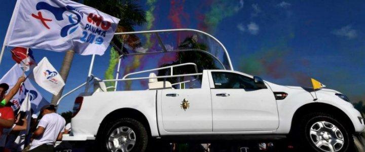 Panamá presenta el Papamóvil de la JMJ, diseñado y ensamblado por jóvenes del país