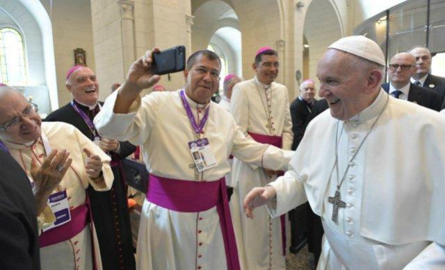 """Obispo de Chalatenango: """"¡El Papa es uno de los nuestros!"""""""