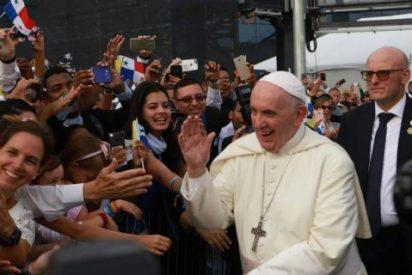 El Papa se gana los corazones de los panameños en su primer recorrido por el país