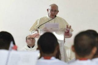 """""""El encuentro del Papa con los presos, conmovedor testimonio de compasión"""""""