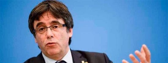 La limosna de 10 euros que pide Puigdemont a costa de los Reyes para seguir sin dar golpe