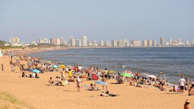 Muere un hombre en un balneario de Uruguay por una bacteria en el mar