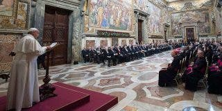 """Tres condiciones del Papa para la paz mundial: """"primado del derecho, defensa de los más débiles y crear puentes"""""""