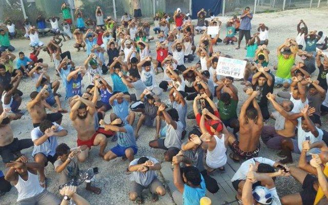 """Iglesia de Papúa acusa al Gobierno australiano de """"abuso"""" por encarcelar a refugiados"""