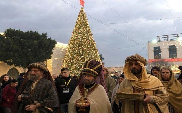 Los Reyes Magos llegan al pesebre de Belén...por primera vez