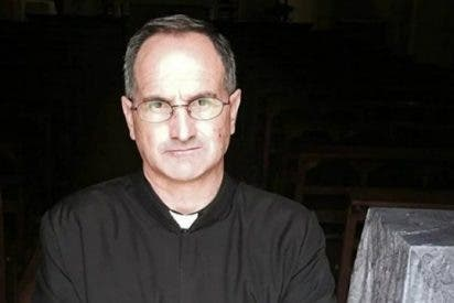 """Suspenden a un sacerdote argentino por dejar morir a su """"pareja"""""""