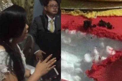 La desagradable sorpresa que encontró una novia en su pastel de bodas