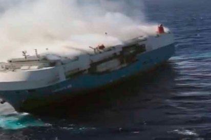 Un barco con 3.500 coches Nissan va a la deriva sin tripulación en el Pacífico
