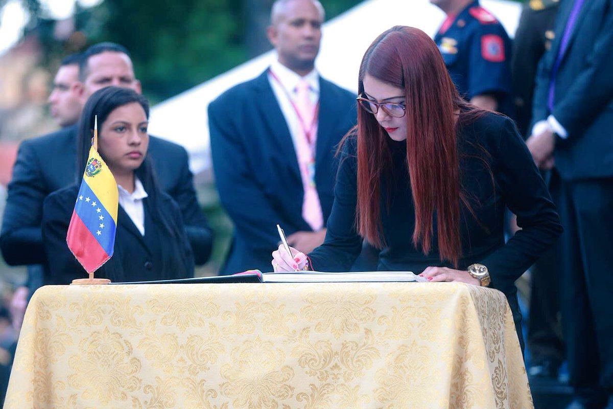 Viceministra chavista piede la fe socialista: admite sentirse perdida con el discurso de Maduro