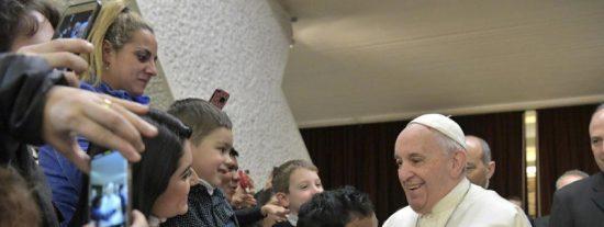 """Francisco: """"Dios responde siempre, y espera todo, y a todos, con los brazos abiertos"""""""