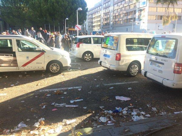 Reportaje PD/ La huelga de los taxistas se cobra sus primeras víctimas: las personas mayores y los turistas