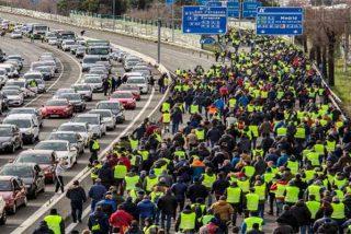 La indolencia de Fomento y el cagazo del Gobierno Sánchez en la guerra del taxi