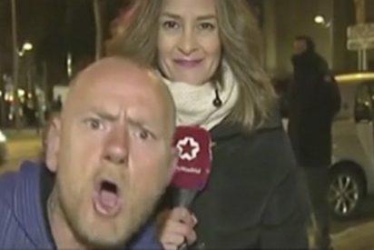 """Esta reportera de Telemadrid, obligada a cortar un directo por los """"huevazos"""" de este tipo"""
