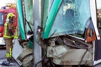 Cuatro heridos al descarrilar un tranvía en San Adrían, Barcelona