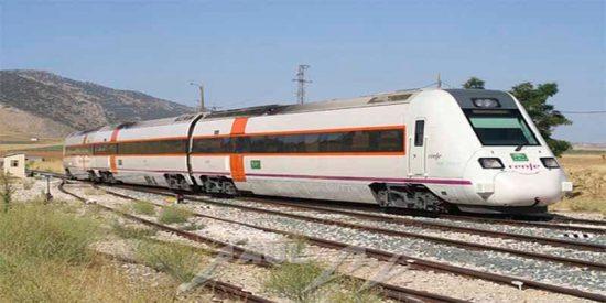 El desastre del tren en Extremadura: Los viajeros del Zafra-Madrid averiado en Talavera acaban el trayecto en autobús