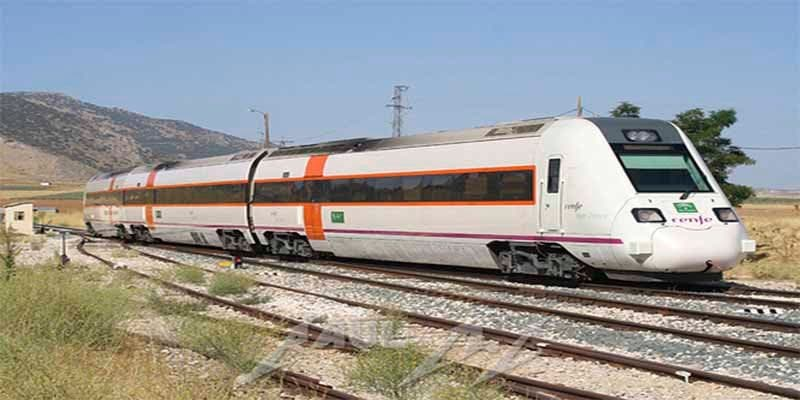 Extremadura: Un tren deja tirados a 180 pasajeros en mitad del campo