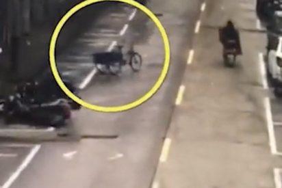 Graban a este 'triciclo fantasma' circulando por una calle en China