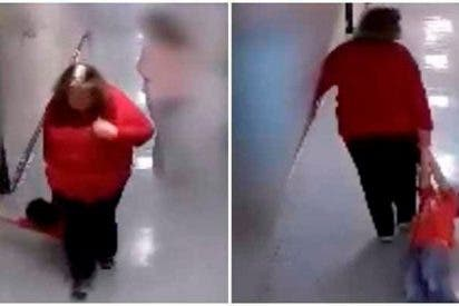 Una profesora arrastra por todo al colegio a niño con autismo