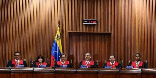 Así 'tortura' el chavismo a sus jueces para garantizar que siempre sentencien a su favor