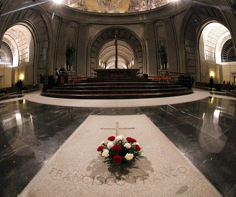 El Gobierno abordará la próxima semana el decreto de exhumación de Franco