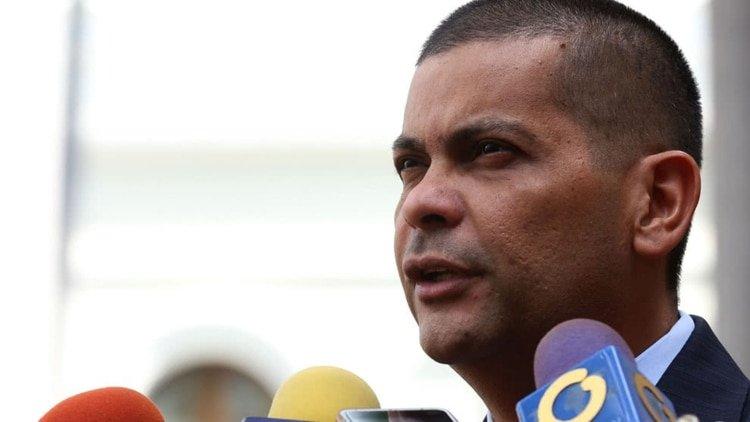 Un gobernador chavista amenaza con independizar su estado si derrocan al dictador Maduro