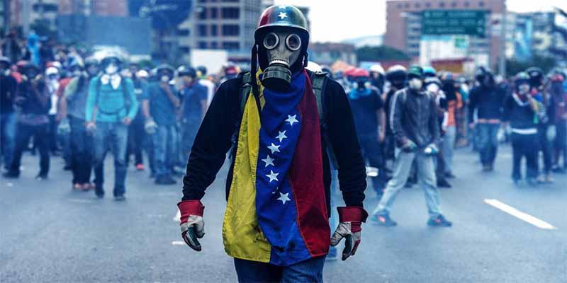 Al tirano Maduro y los verdugos chavistas se les agrieta el 'Frente Militar'