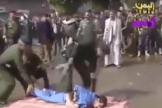Brutales ejecuciones públicas en Yemen entre vítores y flashes