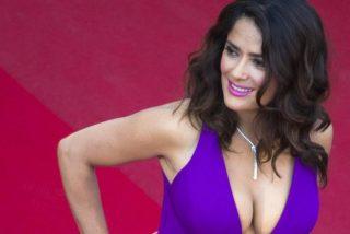 Salma Hayeck se equivoca de foto y deja ver su morrocoy en un bikini rojo