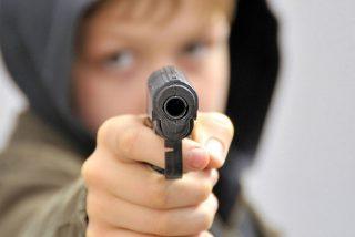 Un niño de 11 años asalta su escuela armado con dos pistolas, mata a la maestra y se suicida