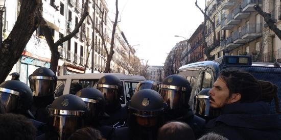 La justicia 'acorrala' al secretario de Organización de Podemos para investigarle por patear a un policía