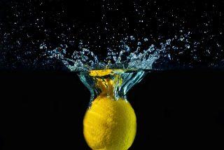 Pérdida de peso, piel rejuvenecida y otros BENEFICIOS del agua con limón