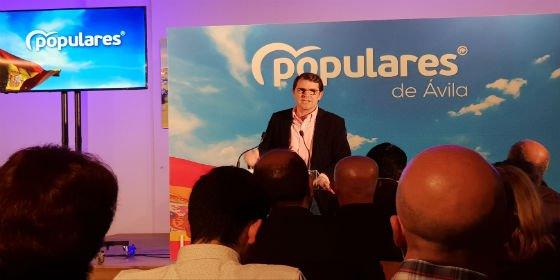 Mañueco afirma que el proyecto de Tudanca es someterse a los intereses de Pedro Sánchez