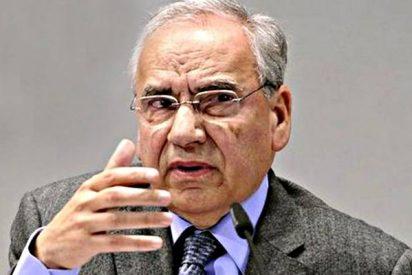 Alfonso Guerra carga contra el relator del Gobierno Sánchez y asegura que valdría con una 'grabadora'
